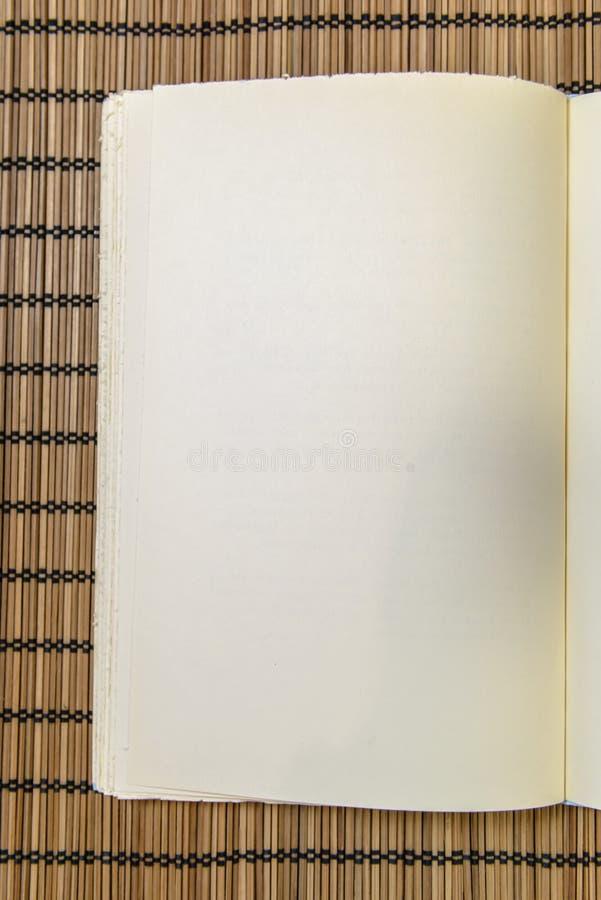 Lewa strona książka zdjęcia stock