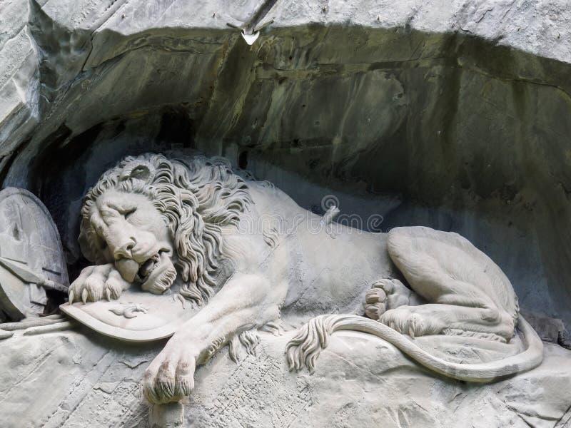 Lewendenkmal, la señal del monumento del león en Alfalfa, Suiza foto de archivo