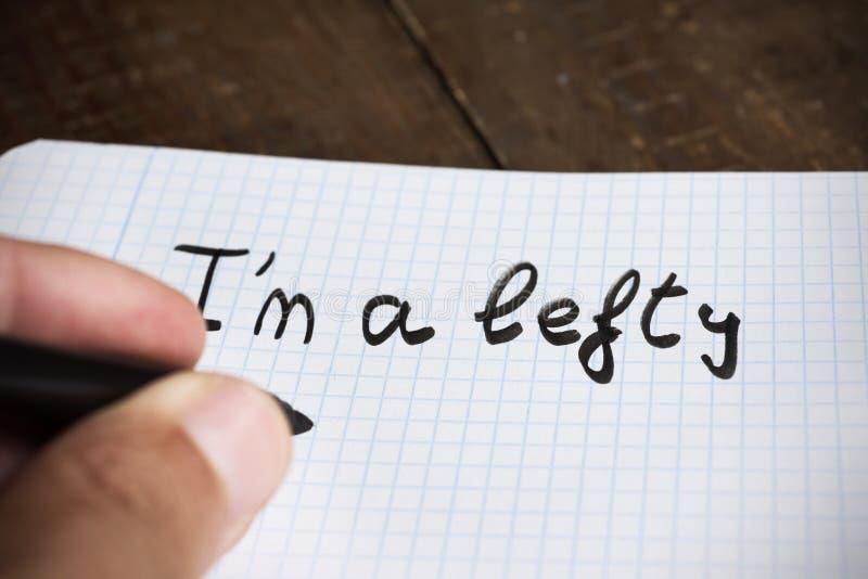 Leworęczny mężczyzna handwriting tekst jestem lewakiem obrazy royalty free