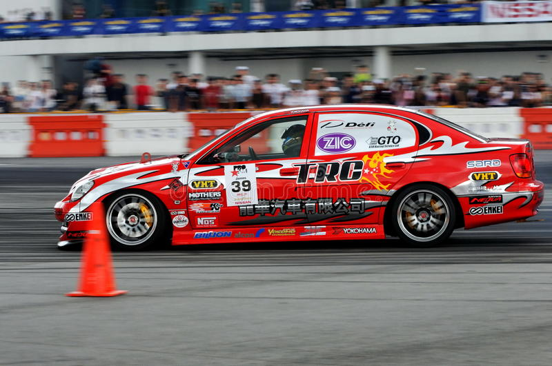Lexus vermelho que deriva no campeonato da tração da fórmula fotografia de stock