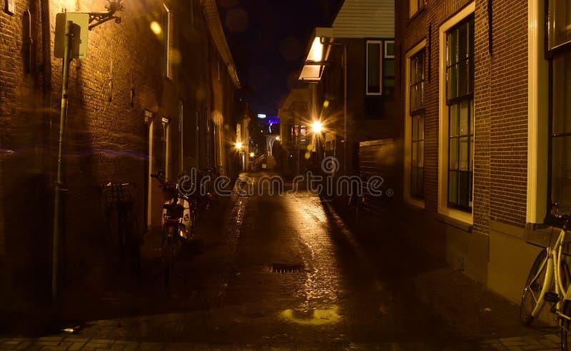 Leyde aux Pays-Bas par nuit photos stock