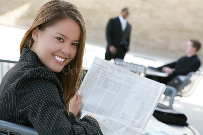 Lezing de bedrijfs van de Vrouw stock afbeelding