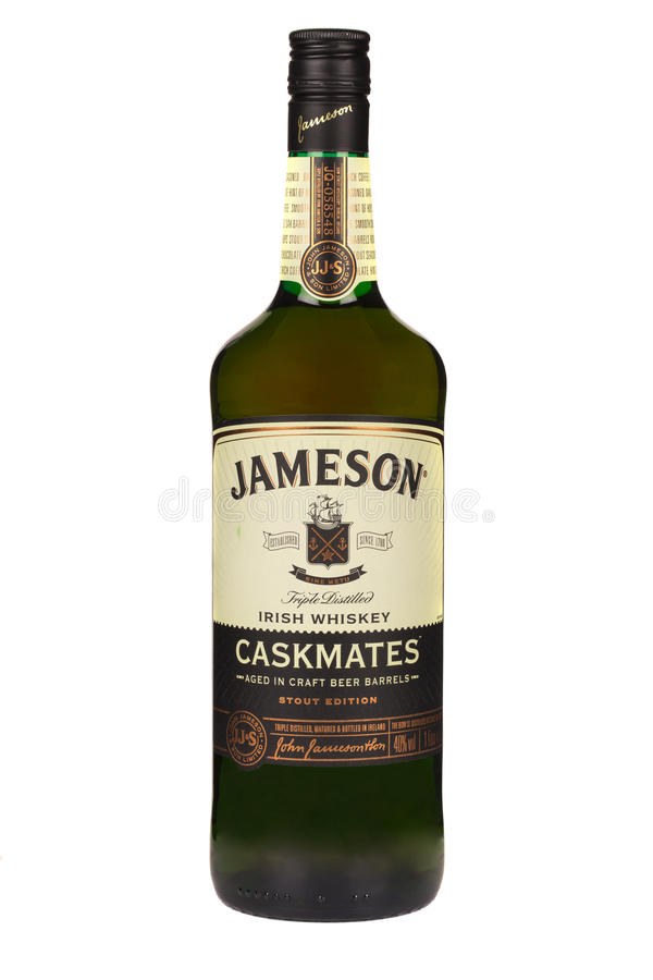 LEZING MOLDAVIË 7 APRIL, 2016 Jamesonwhisky op witte achtergrond wordt geïsoleerd die Jameson is gemengde Ierse die whisky door d stock afbeeldingen