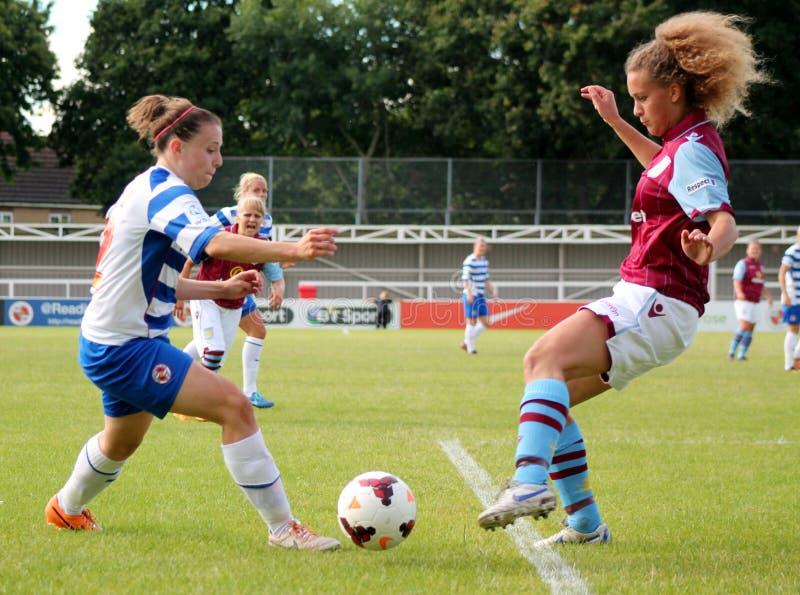 Lezingsfc Vrouwen v Aston Villa-Dames stock afbeeldingen