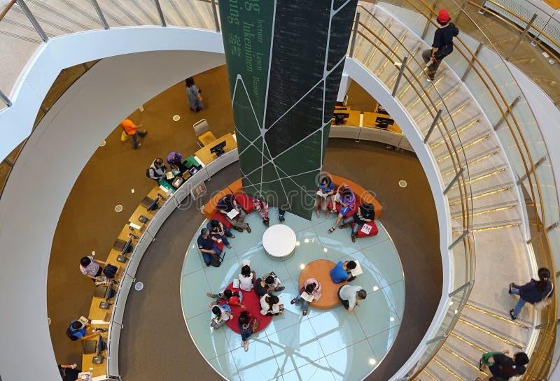 Lezingsgebied in de Nieuwe Openbare Bibliotheek van Kaohsiung stock afbeelding