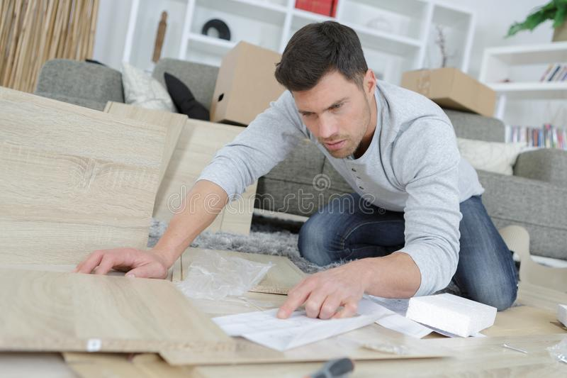 Lezingsinstructie voor meubilair royalty-vrije stock afbeeldingen