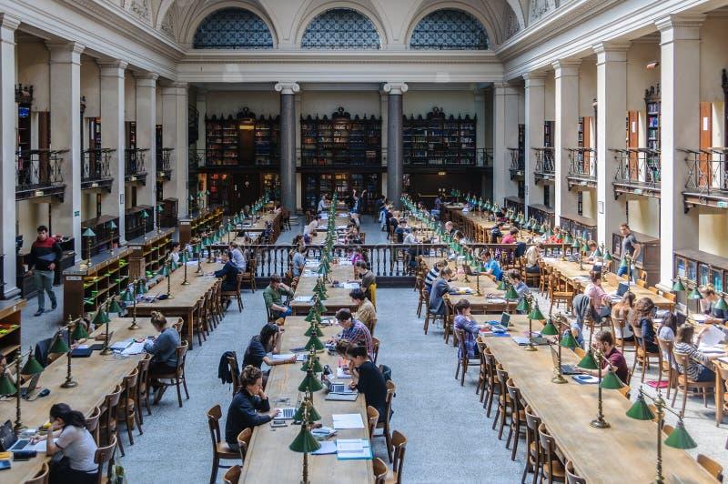 Lezingszaal in de Universitaire Bibliotheek in Wenen, Oostenrijk stock foto