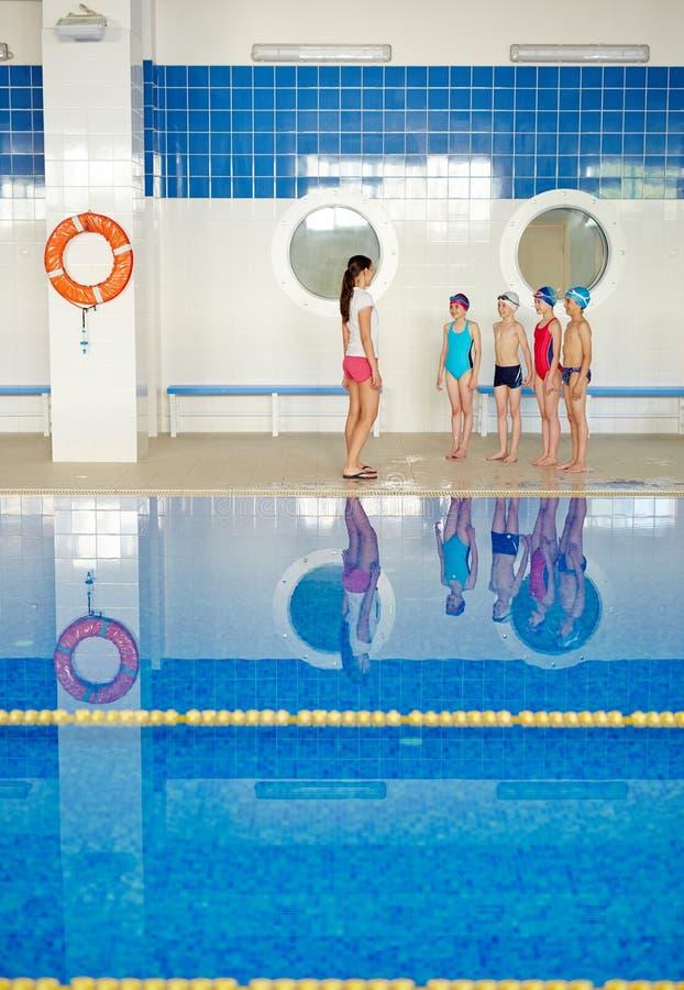 Lezione della nuotata fotografie stock libere da diritti