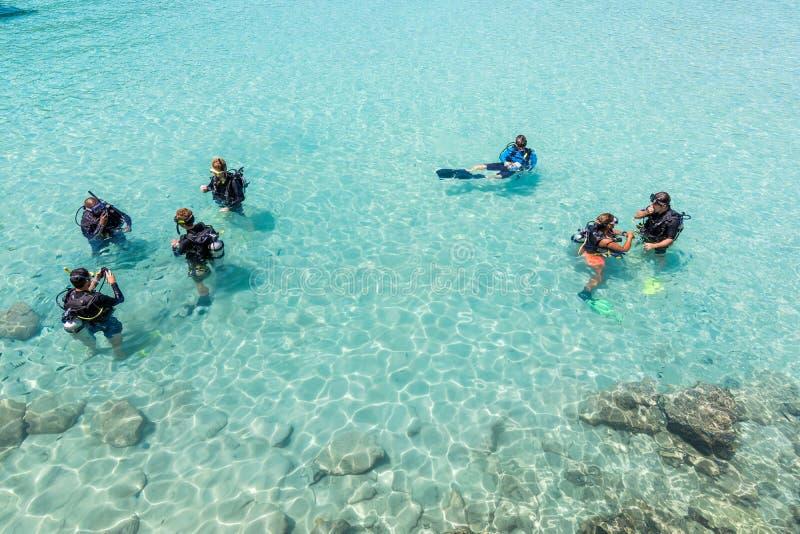 Lezione di immersione con bombole fotografia stock