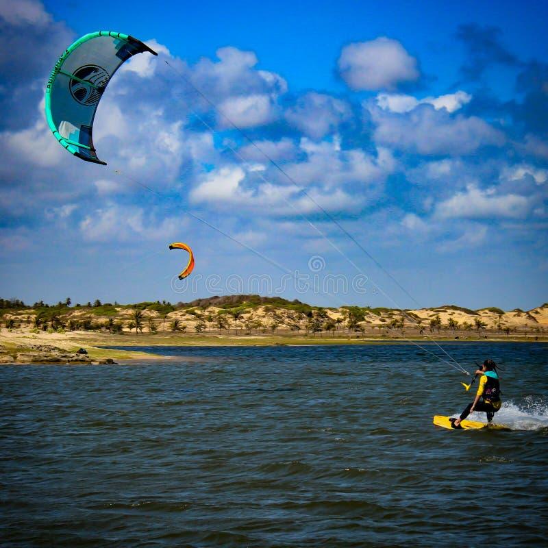 Lezione di Kitesurf, laguna di Taíba, Ceará, Brasile Wind& x27; città di s immagine stock