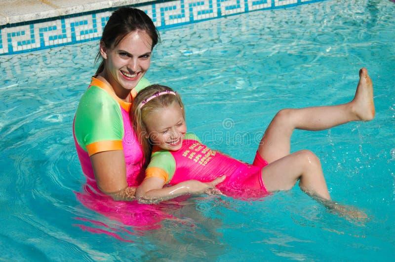 Lezione di nuotata immagini stock