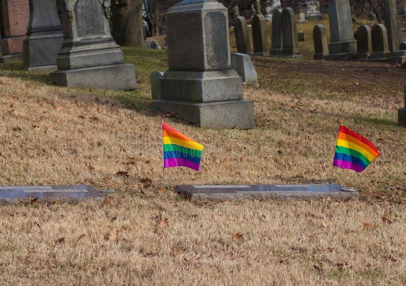 LGBT夫妇坟墓看法  图库摄影