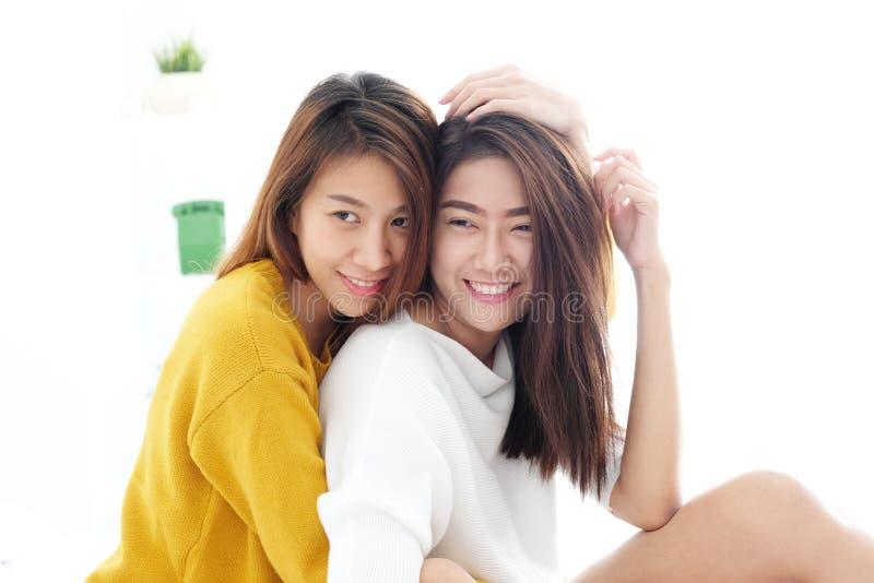 LGBT, момент молодых милых азиатских лесбосских пар счастливый, гомосексуалист, стоковые фото