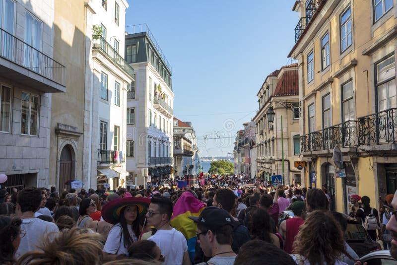 LGBT-stolthet ståtar i Lissabon arkivfoton