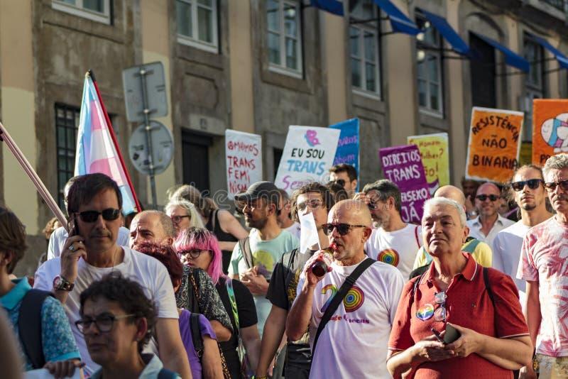 LGBT-stolthet ståtar i Lissabon royaltyfria foton