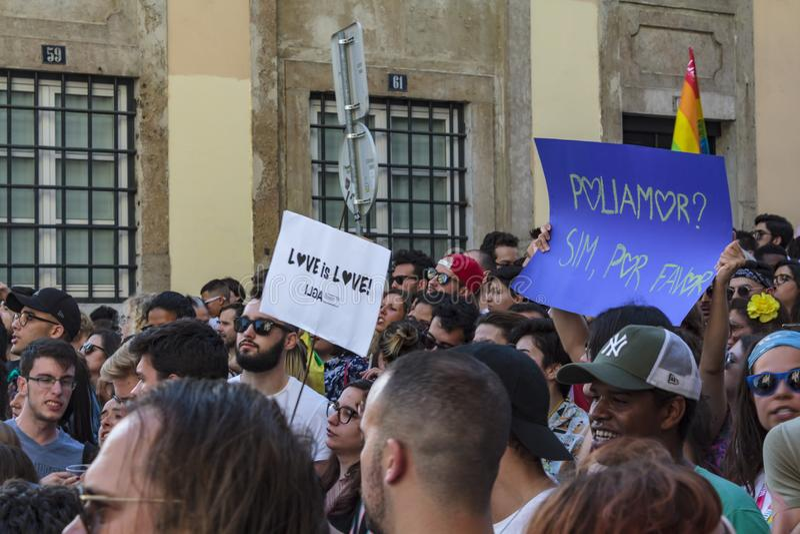 LGBT-stolthet ståtar i Lissabon arkivbild