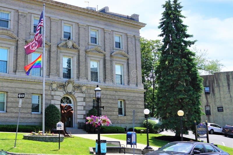 LGTB在城镇厅的旗子飞行 免版税图库摄影