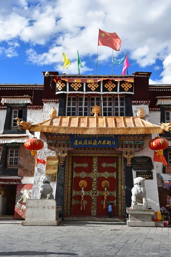 Θιβέτ, Lhasa, Κίνα, 02 Ιουνίου, 2018 Η είσοδος στο μουσείο στην αρχαία οδό Barkhor σε Lhasa, Θιβέτ στοκ φωτογραφίες με δικαίωμα ελεύθερης χρήσης