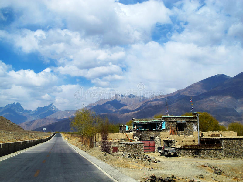 Lhasa obszary zamieszkali i autostrada obraz royalty free