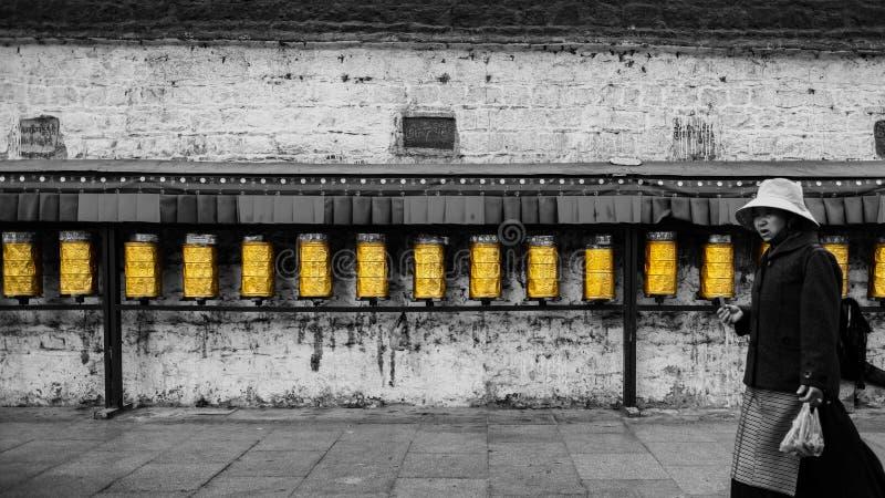 Lhasa Potala pałac, czarny i biały Modlitewny koło obraz royalty free