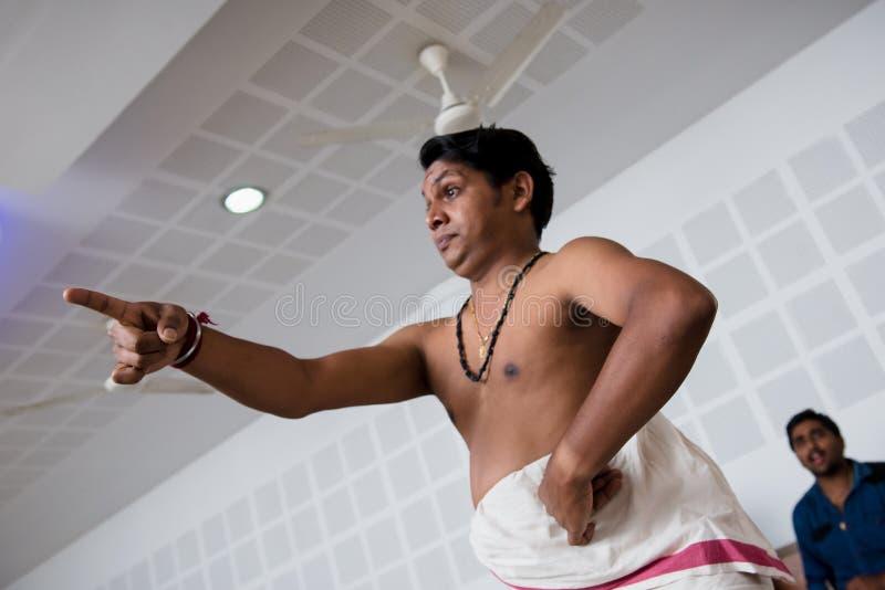 Lição de dança indiana clássica de Kathakali na colagem da arte na Índia imagens de stock