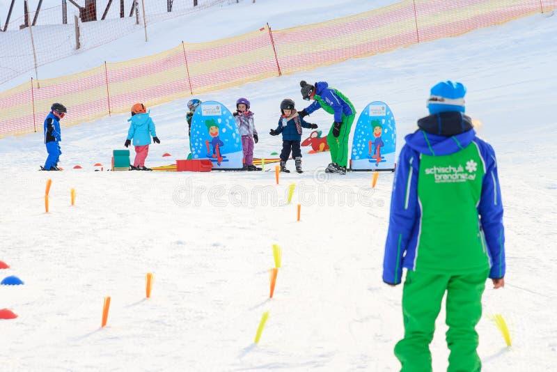 Lição do esqui da primeira vez foto de stock royalty free