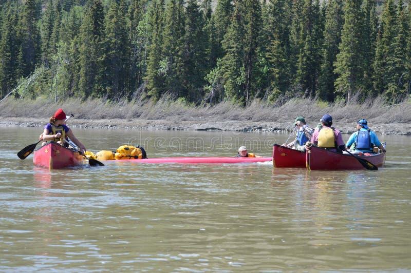 Lição do salvamento da canoa: Canoa lançada foto de stock royalty free