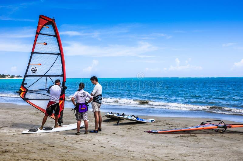 Lição do windsurfe imagens de stock