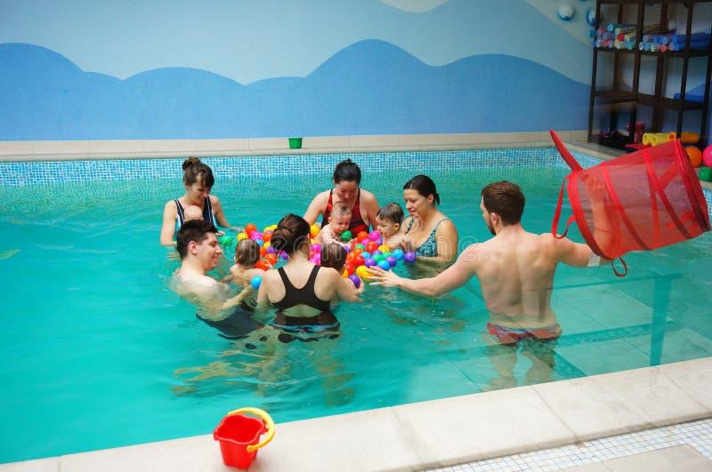 Lições da natação do bebê fotografia de stock royalty free
