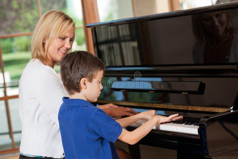 Lições de piano fotografia de stock