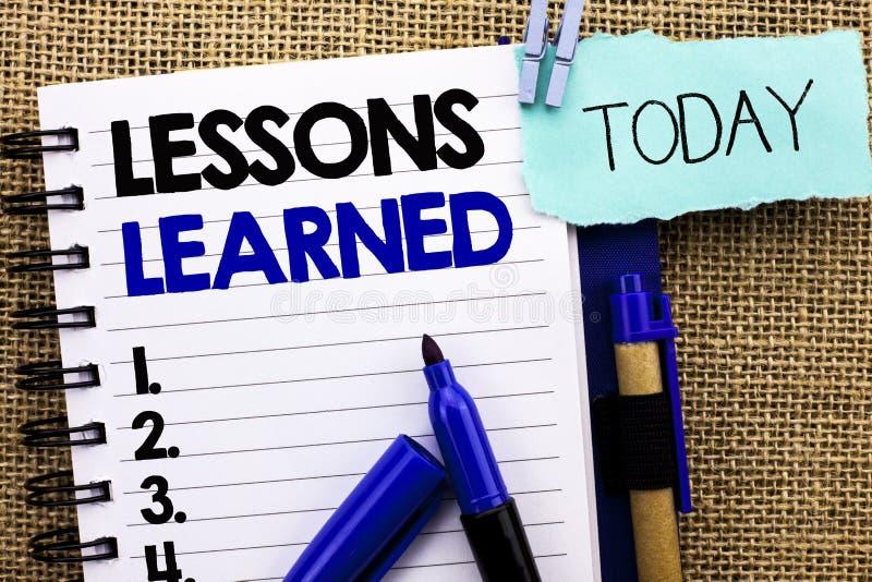 Lições do texto da escrita da palavra instruídas Conceito do negócio para as experiências que devem ser tomadas em consideração n imagens de stock royalty free