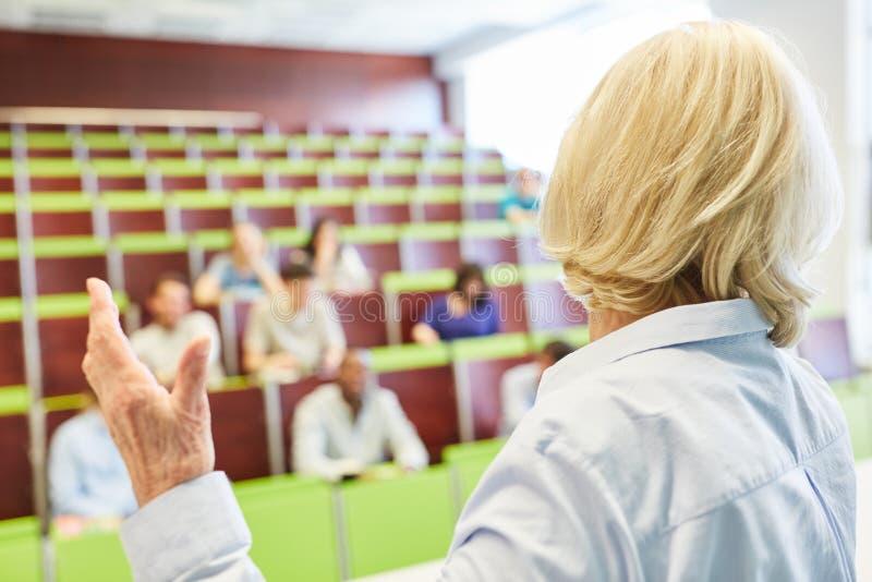 Lições do treinamento da universidade com professor imagem de stock
