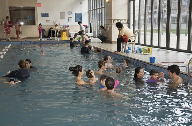 Lições New York EUA da natação fotos de stock