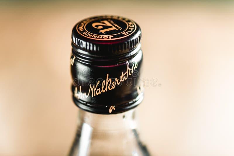 Liège de bouteille de Johnnie Walker Black Label sur la fin-u de bouteille de whiskey photos stock