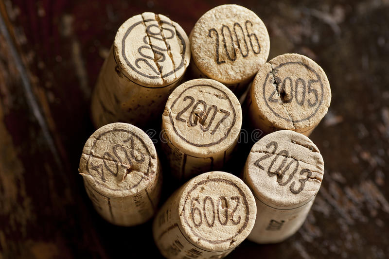 Lièges de bouteille de vin rouge de Bordeaux images stock