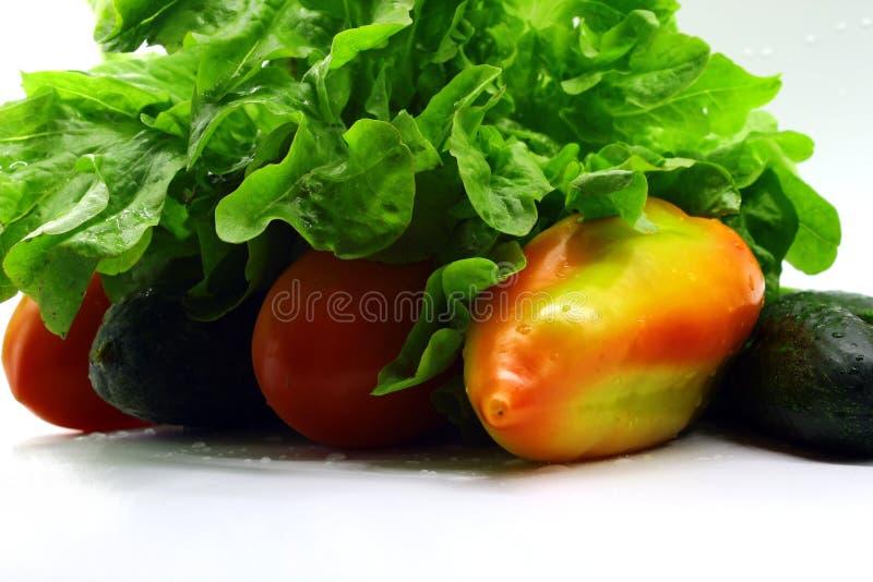 Liść sałata i inni świezi warzywa na białym tle zdjęcie stock
