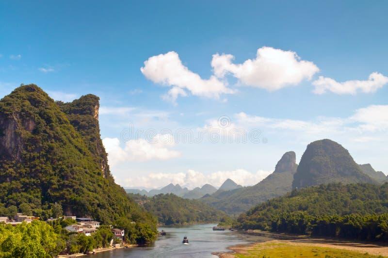 Li-Fluss in Yangshou nahe Guilin-Landschaft stockfotografie