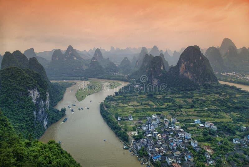 Li River och vaggar i det Guangxi landskapet royaltyfri bild