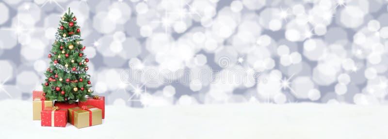Li van de de ballendecoratie kerstboom van de achtergrondbannersneeuw gouden stock fotografie