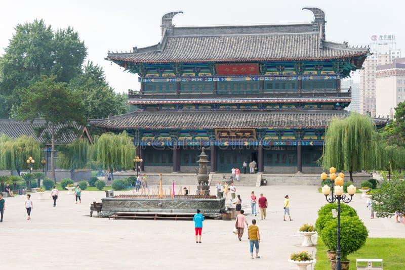 LIAONING, CHINA - 3 de agosto de 2015: Área cênico do templo de Guangyou um fá imagens de stock