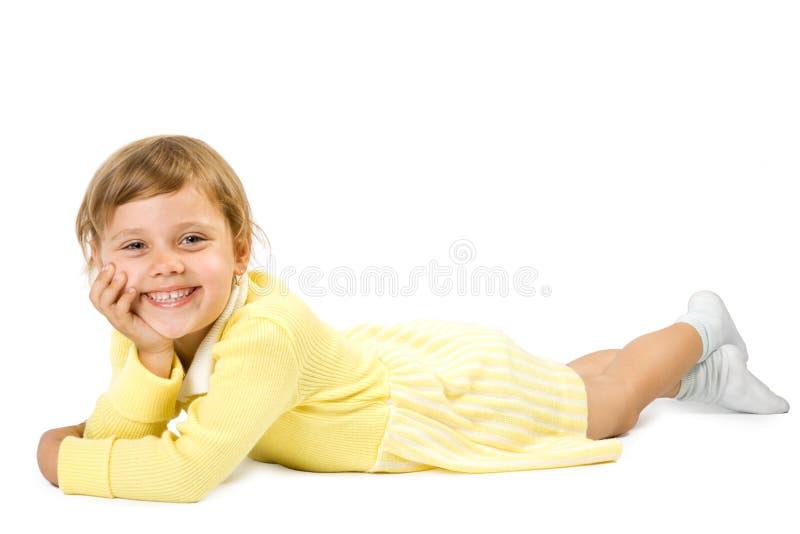 Lias da menina em cima do assoalho. foto de stock royalty free