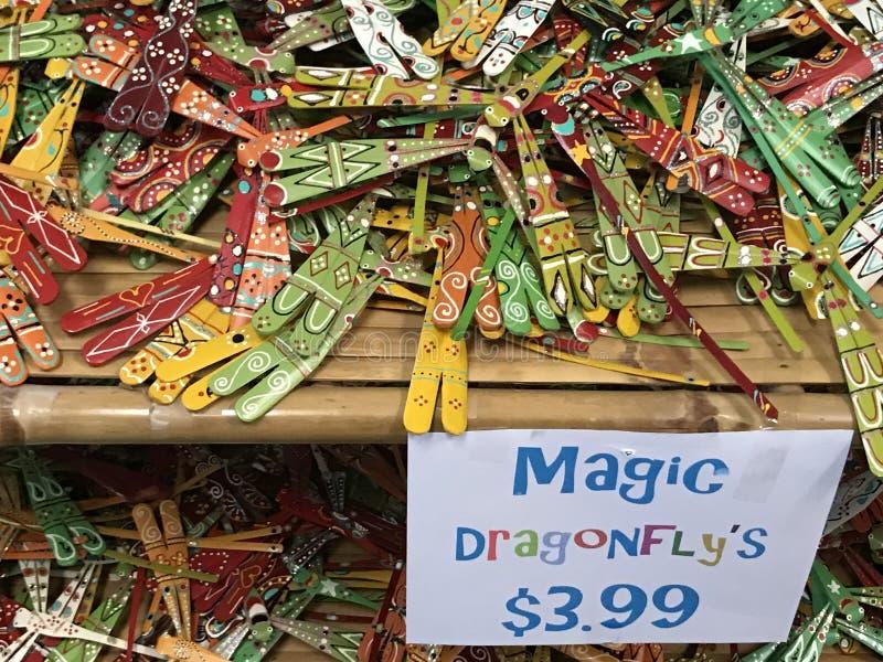 Libélula mágica para a venda na loja da lembrança imagens de stock