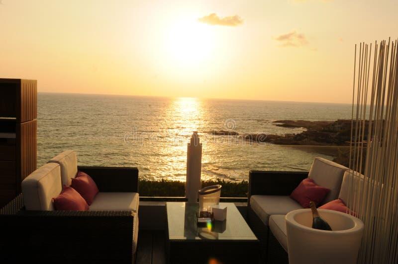 Liban: Cieszący się beuatifull zmierzch na dachu luksusowy Ho zdjęcie stock