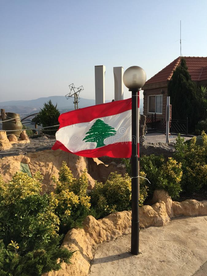 Libanesische Flagge lizenzfreie stockbilder