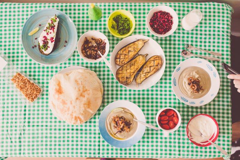 Libanesisk mat gjorde hemma delat med familjen arkivfoton
