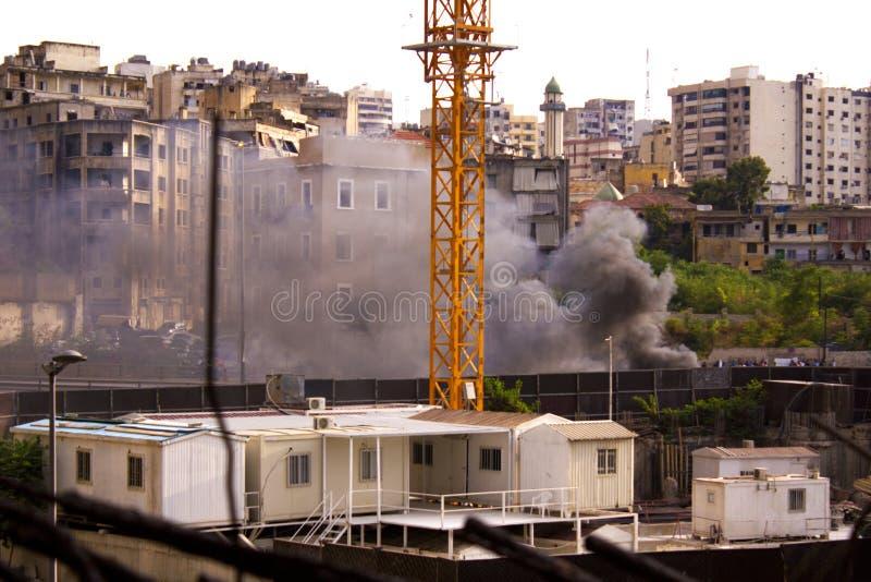 Libanesiska protester Folket i centrala Beirut är brinnande avfall och gummihjul som en protest Beirut, arkivfoto