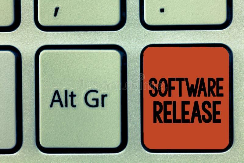 Liberação de software do texto da escrita da palavra Conceito do negócio para a soma das fases do desenvolvimento e maturidade pa fotos de stock
