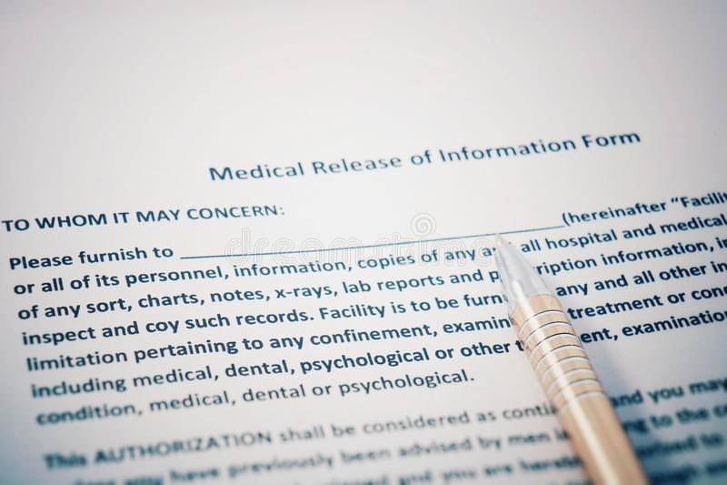 Liberação paciente do formulário da informação com originais dos regulamentos de HIPAA Liberação médica do formulário da informaç imagens de stock royalty free