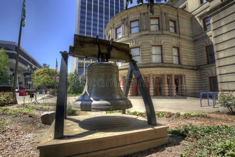 Liberdade Bell na cidade salão imagem de stock