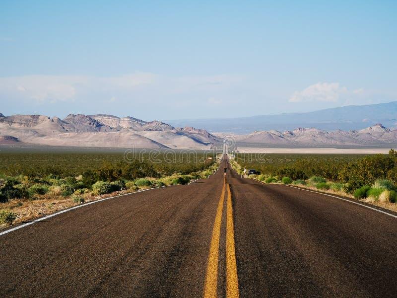 Liberdade do calor da estrada da areia do deserto do Vale da Morte foto de stock royalty free